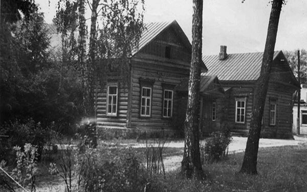 Первое здание колледжа